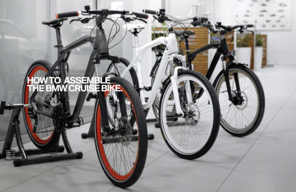 drei-bmw-bikes-nebeneinander-aufgestellt