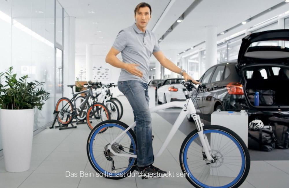 bmw-cruise-bike-experte-igor-obu-auf-fahrrad