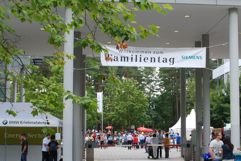 siemens-familentag-eingang-outdoor-event