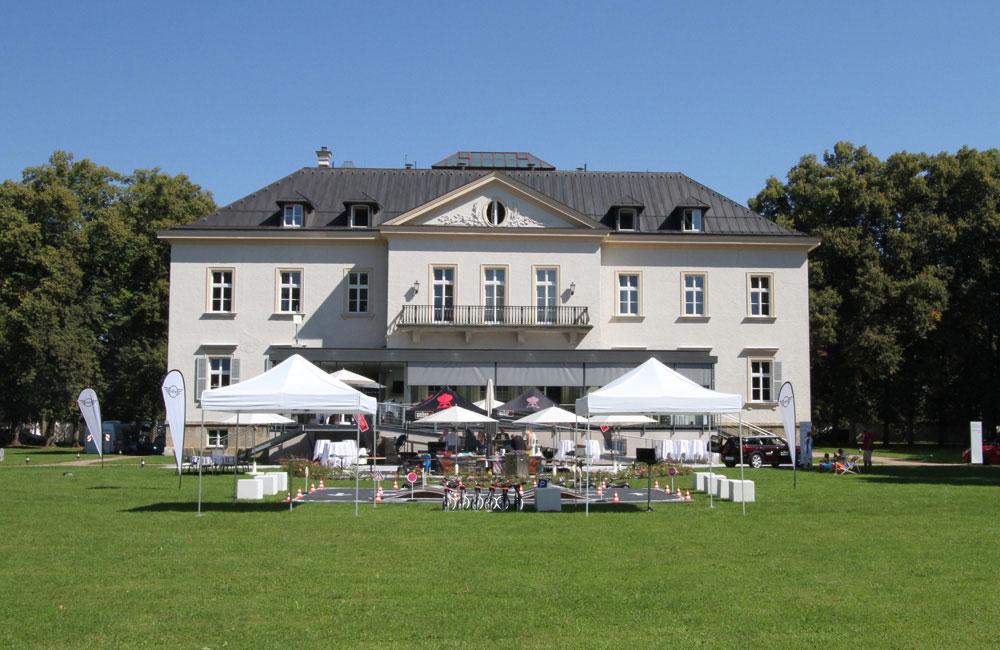 kavallierhaus-garten-event-setup