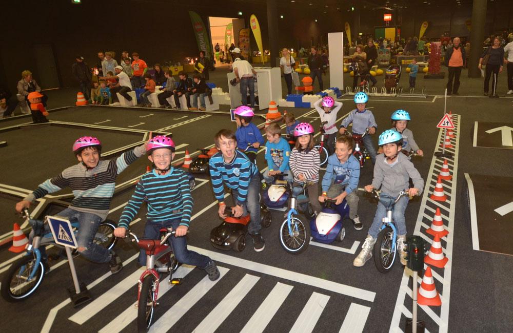 09-kids-parcours-lego-kids-fest-kinder-an-ampel-obu