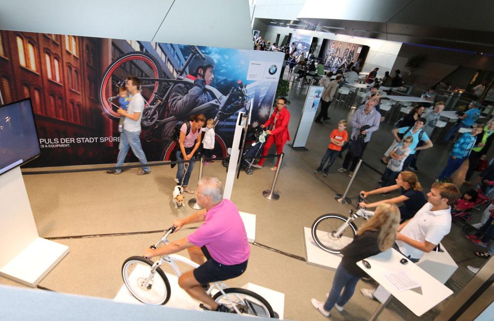 bmw-zweiradtage-bmw-welt-fahrrad-simulator-auf-event