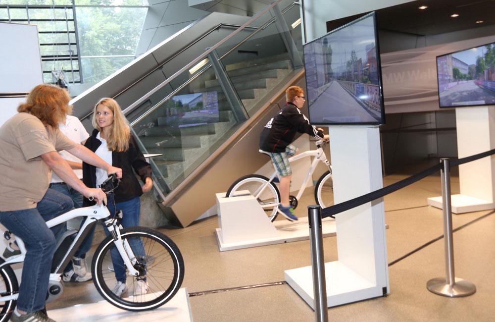bmw-zweiradtage-bmw-welt-fahrrad-simulator