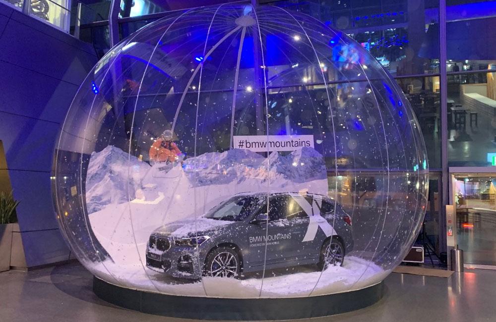 02-schneekugel-indoor-auto-schnee-bmw-welt-obu