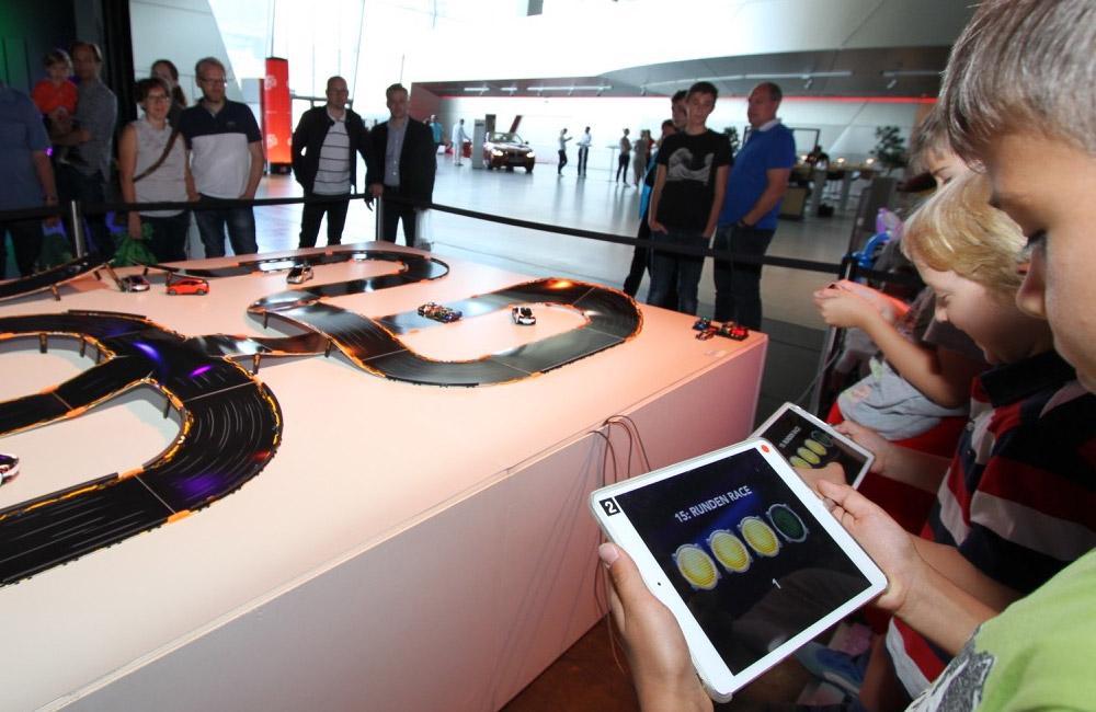 digitale-steuerung-der-rennbahn-autos-über-das-tablet