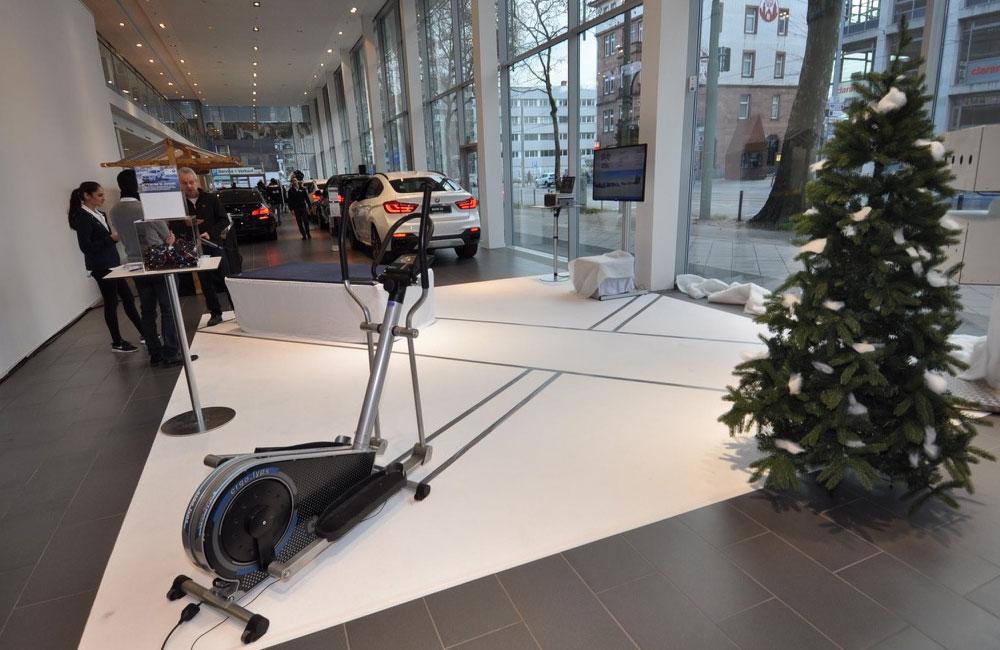 setup-biathlon-simulator-mit-crosstrainer-und-weihnachtsbaum