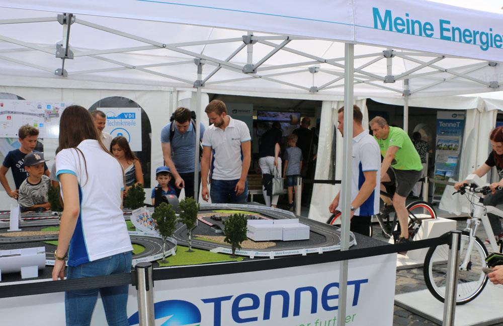 10-bike-carrerabahn-rennbahn-setup-zelt-promoter-obu
