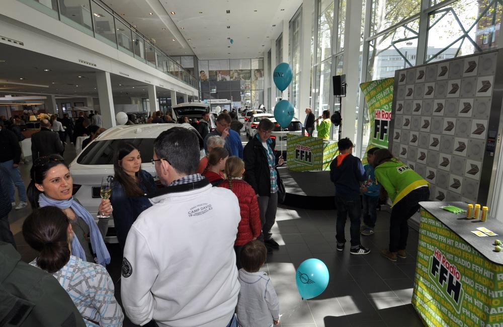 event-im-bmw-autohaus-mit-der-touch-wall